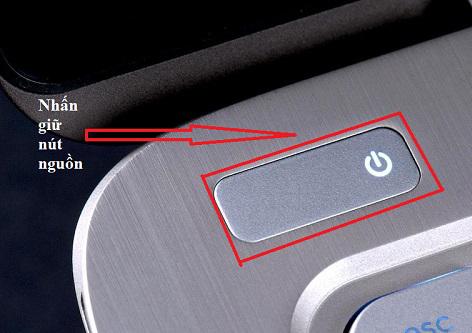 3 Lưu ý cho người dùng laptop khi bị nước, chất lỏng đổ vào máy
