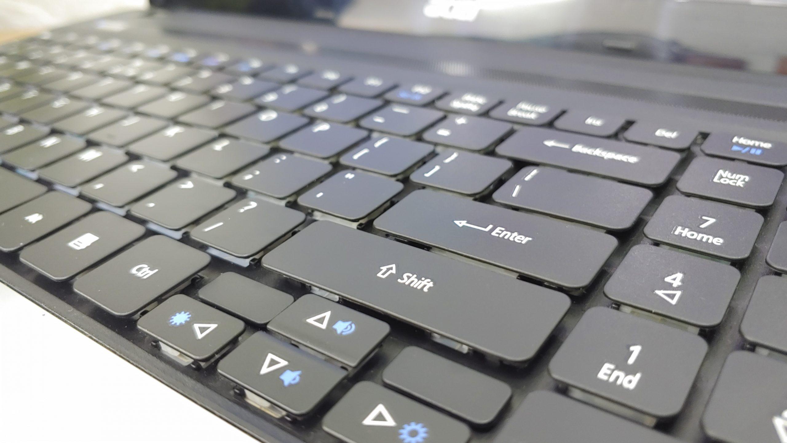 Laptop Acer AspireE1-571